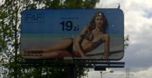 Billboard Tesco F&F - Góra od bikini
